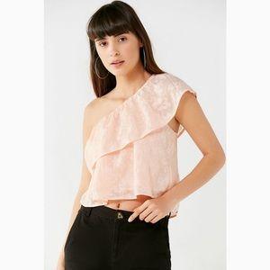UO Ashley One-Shoulder Floral Top